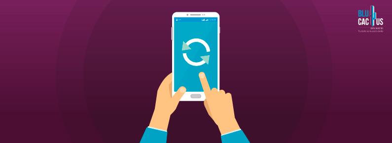 BluCactus - prospecto picando un boton en su celular