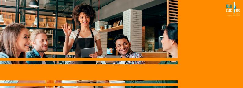BluCactus - clientes felices en un restaurante porque no tienen que esperar