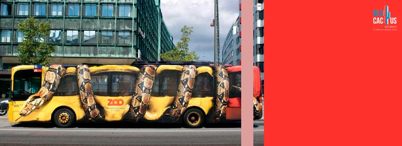 BluCactus un anuncio en un autobus con vibora
